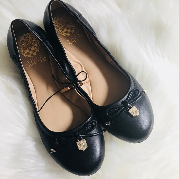 Vince Camuto Shoes - Brand new Vince Camuto flats!